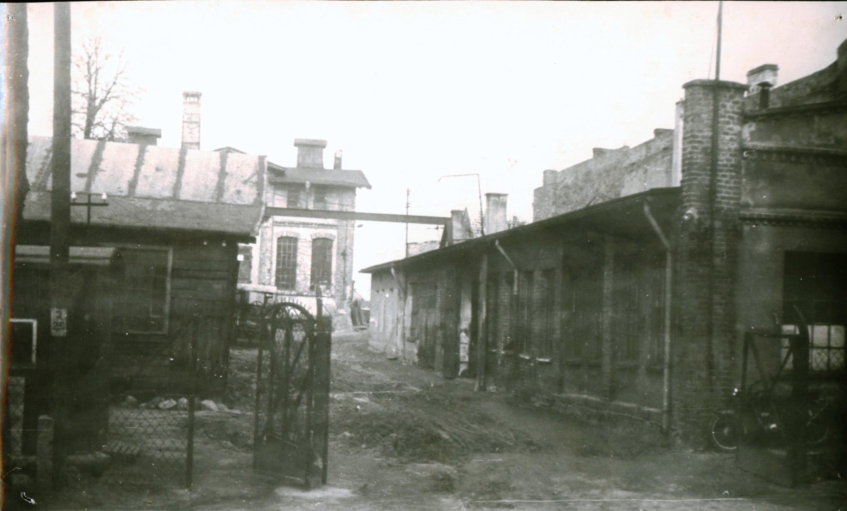 Budynki w roku 1965. W tym okresie mieściły się w tym miejscu zakłady POM